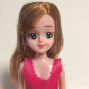 【100均おもちゃ】ダイソーの着せ替え人形エリーちゃんがかわいい。服はリカちゃんも着れる